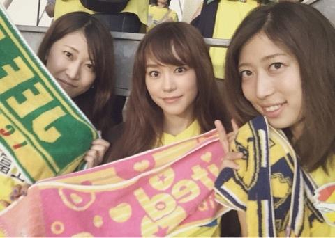 桐谷美玲がサッカー観戦