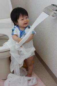 赤ちゃんのトイレトレーニングはいつから?