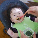 ご飯で遊ぶ赤ちゃん…ママは大変!イライラを軽減する工夫♪