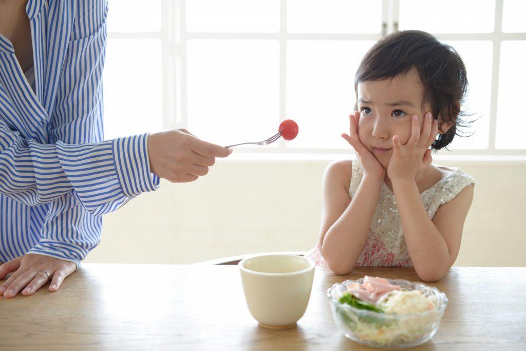 子どもにご飯を食べさせるのは一体いつまで?